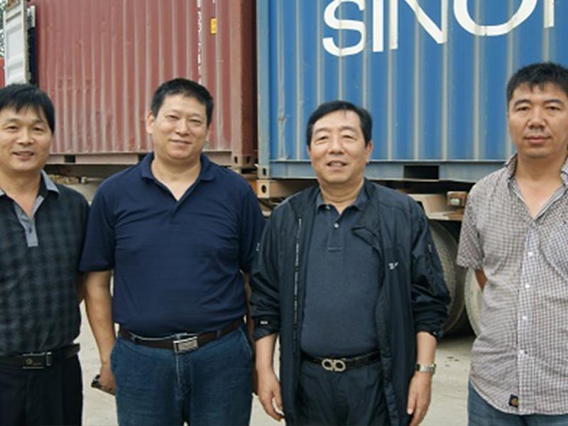 韩国清山实业株式会社代表理事李权益来公司验货